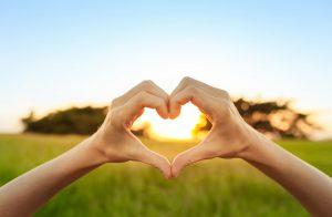 Image avec un coeur pour illustrer la politique RSE et l'engagement du groupe SOCOMORE