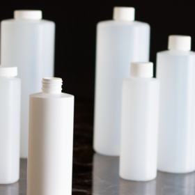 Flacons blanc de différentes tailles